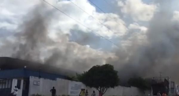 Incêndio em fabrica de reciclagem na Zona Leste de Manaus