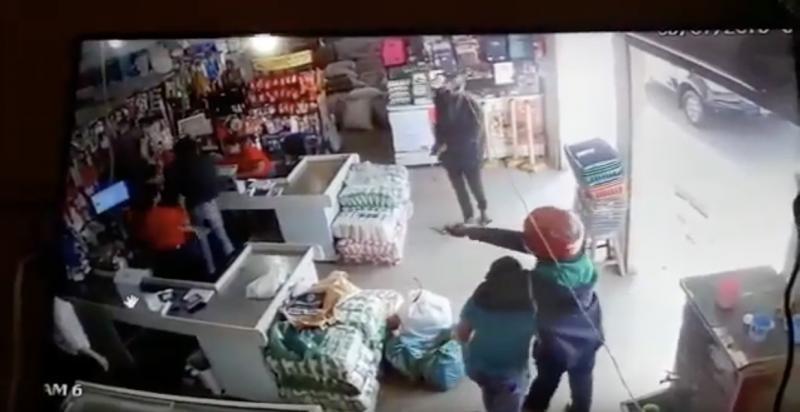 Criminosos armados fazem arrastão em supermercado de Palmeirais