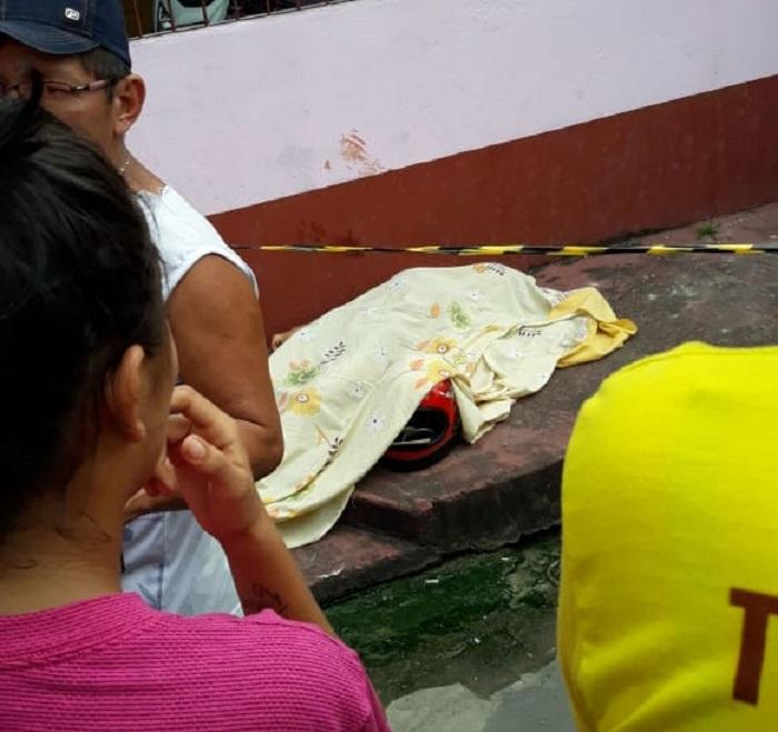 Após morte de mulher que deixava filha na escola, dupla é linchada por populares em Manaus