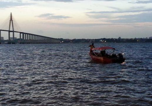 Mulher suicida se joga da Ponte Rio Negro